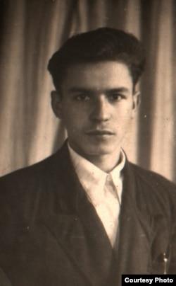 Дзевяцікласнік Беларускай сярэдняй школы г.п. Хойнікі, 1953 г.
