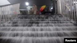 За даними агентства «Сіньхуа», понад 100 000 людей були переселені в більш безпечні райони