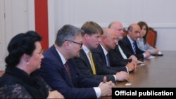 Armenia -- Legislators representing the Alternative for Germany (AfD) party meet with parliament deputies fromt the Prosperous Armenia Party, Yerevan, May 27, 2019.