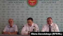 Пресс-конференцию в Сухуме провели трое учредителей «Апсадгил» – Беслан Эшба, Георгий Агрба и Нугзар Логуа