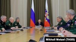 Владимир Путин на встрече с военачальниками. Сочи, 15 мая 2018 года.
