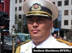Максат Шакенов, дирижер военного оркестра региональных командований «Восток». Астана, 6 мая 2011 года.