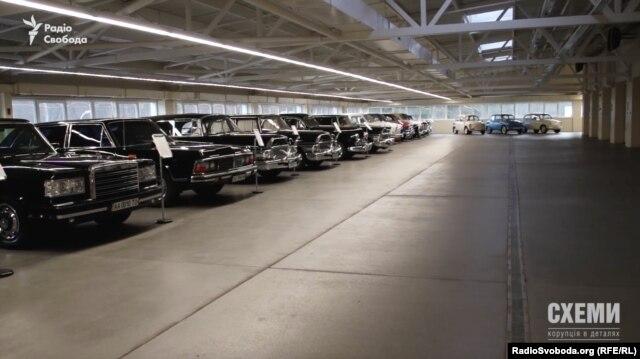 Колекція ретроавтомобілів у «Межигір'ї»
