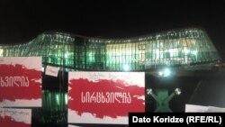 Оппозиция и гражданские активисты сегодня потребовали отправить в отставку руководство МВД