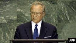 Арнольд Рюйтель на 59-й сессии Генеральной Ассамблеи ООН. 22 сентября 2004 года