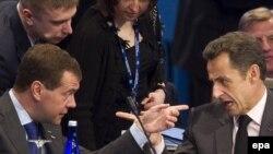 ნიკოლა სარკოზი, საფრანგეთის პრეზიდენტი (მარჯვნივ) და დმიტრი მედვედევი, რუსეთის პრეზიდენტი