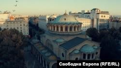 """Църквата и площадът """"Св. Неделя"""""""