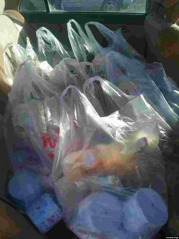Кроме угля и дров, казахам в Баян-Улгийском округе Монголии доставили одежду и продукты питания.