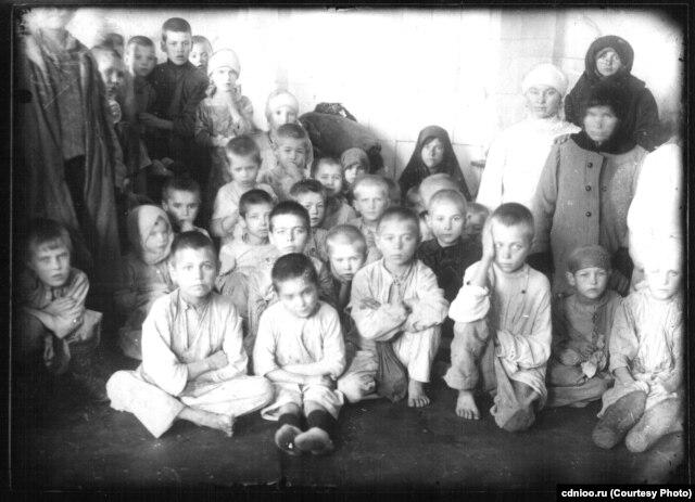 Оренбург, беспризорники и голодающие в детском приемнике