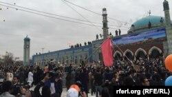 آرشیف، مراسم بلند کردن جهنده زیارت سخی مزارشریف. 21 مارچ 2017