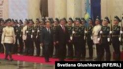 Президенти України і Казахстану Петро Порошенко і Нурсултан Назарбаєв. Астана, 9 жовтня 2015 року