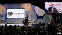 بیژن نامدار زنگنه، وزیر نفت ایران، در یک نمایشگاه نفت و انرژی