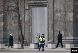 Вход в здание ФСБ после акции Павленского