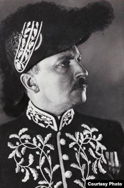 Маринетти в костюме академика