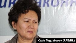 45-летняя Булбул Мусанова, мать 25-летнего заключенного Арсена Акылбаева, который был обнаружен мертвым в тюрьме. Алматы, 3 декабря 2015 года.