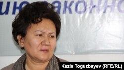 Түрмеден мәйіті табылған 25 жастағы тұтқын Арсен Ақылбаевтың анасы 45 жастағы Бұлбұл Мұсанова. Алматы, 3 желтоқсан 2015 жыл.