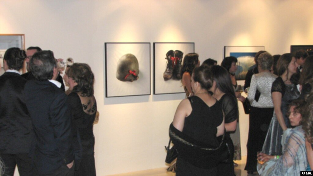 An Auction Of Contemporary Iranian Art At The Magic Of Persia Art Gallery In Dubai Last
