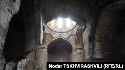 Грузия - Армянская церковь Сурб Ншан в Тбилиси после январского пожара, 18 января 2012 г.