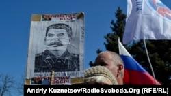 Пророссийский митинг в Луганске. Апрель 2014 года