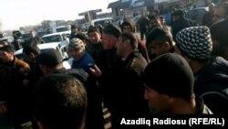 Әзербайжанның Физули ауданында наразылық акциясына шыққандар. 13 қаңтар 2016 жыл.