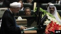 مراسم تحلیف حسن روحانی روز یکشنبه، ۱۳ مرداد با حضور نمایندگان بیش از ۴۰ کشور در مجلس شورای اسلامی برگزار شد
