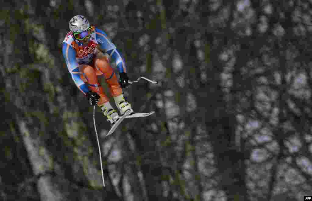 Спорстмен из Норвегии Аксель Лунд во время состязаний по скоростному спуску.