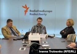 Члени «Команди для України»: в центрі Томаш Флідр, праворуч Ленка Віхова, ліворуч Петр Пойман