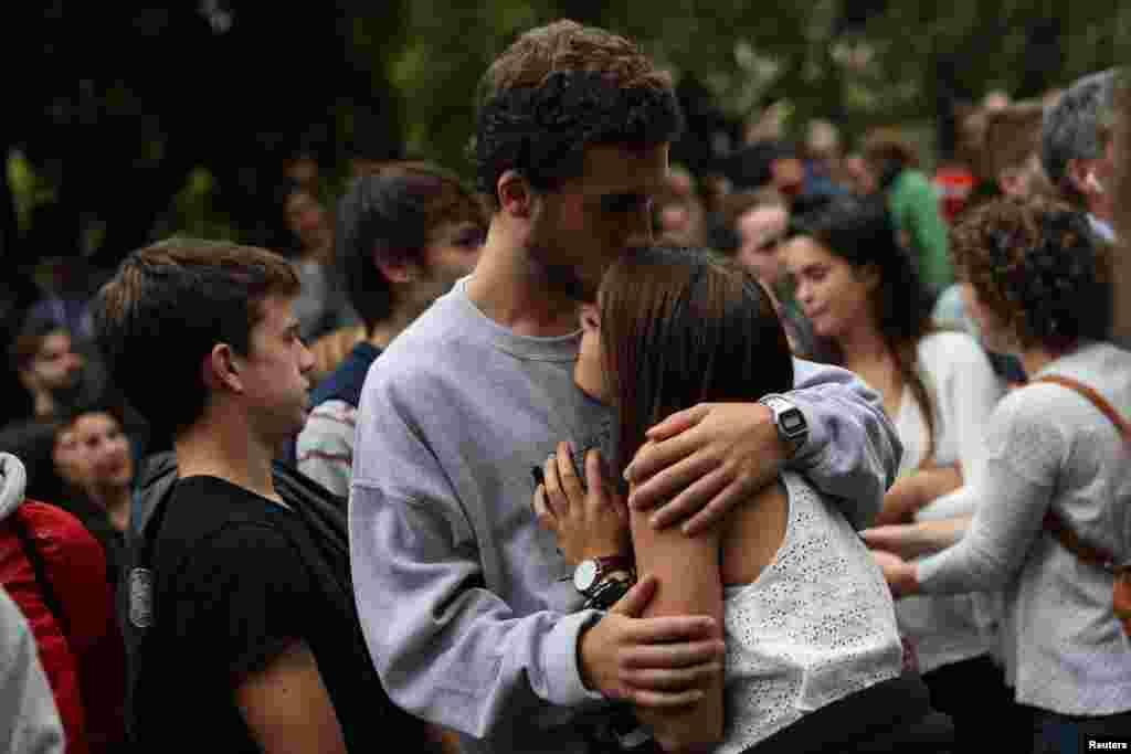 Центральные власти в Мадриде считают референдум в Каталонии незаконным.