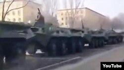 Скриншот с видеозаписи о появлении военной техники на окраине Алматы.