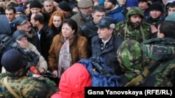 Активный участник противостояния в декабре 2011 года обвиняет Баранкевича в том, что он предал оппозицию, когда уговорил Аллу Джиоеву подписать соглашение, которое потом не было выполнено