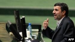 محمود احمدینژاد در مجلس- ۱۲ بهمنماه