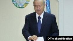 İslam Karimov səs verir