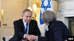 Kryeministri i Izraelit, Benjamin Netanyahu, dhe kryeministrja britanike, Theresa May. Londër, 6 shkurt 2017.