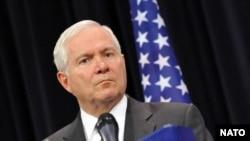 رابرت گیتس، وزیر دفاع آمریکا، می گوید که تحریم ها علیه ایران گزنده بوده است.