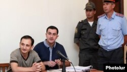 Armenia -- Opposition activist Tigran Arakelian (L) on trial in Yerevan, 9Aug2013.