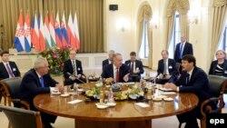 Під час зустрічі в Балатонфюреді, 8 жовтня 2015 року. На цьому фото за круглим столом Мілош Земан, Андрей Кіска і Янош Адер (л -> п)