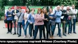 Кандидат в Мосгордуму от оппозиции Дарья Беседина (на первом плане)
