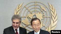بان گی مون، دبیرکل سازمان ملل(راست) در کنار شاه محمود قریشی، وزیر خارجه پاکستان