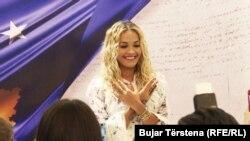 Najava spektakla: Rita Ora na konferenciji za novinare u Prištini
