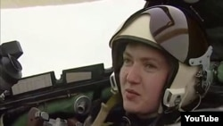 Nadia Savcenko a făcut parte din trupele de menținere a păcii din Irak și e una din primele femei care a fost admisă la prestigioasa Universitate a forțelor aeriene din Ucraina.