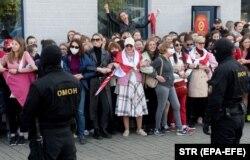 Під час затримання силовиками учасниць жіночого маршу в Мінську, 19 вересня 2020 року