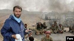 مسعود ده نمکی سر صحنه فیلم اخراجی ها، پرفروش ترین فیلم تاریخ سینمای ایران