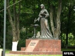 Помнік Эўфрасіньні Полацкай каля БДУ