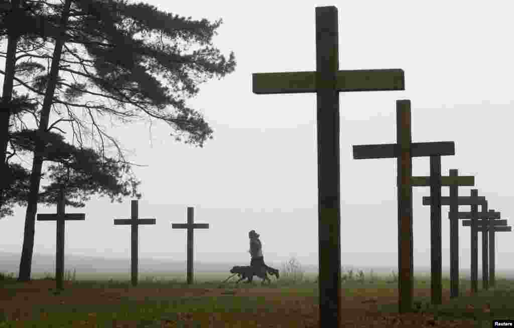 More crosses at the mass grave in Kuropaty.