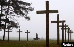 Захоронение жертв расстрелов НКВД в Куропатах под Минском, Белоруссия