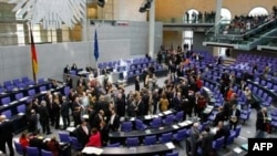 Германия бундестагидаги депутатлар муҳокамаси.