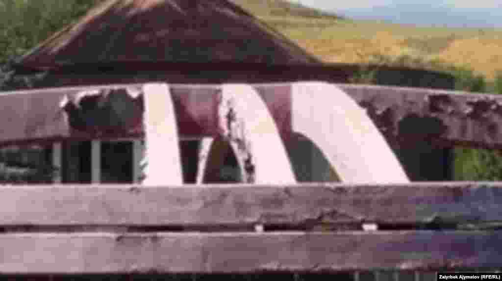 """""""Ата-Бейит"""" мемориалдык комплексинде 140ка жакын сталиндик репрессиянын курмандыктары көмүлгөн. Кийин ал жайга улуу жазуучу Чыңгыз Айтматовдун, апрелчи баатырлардын сөөгү коюлуп, эскерме жасалган. Ал эми 2016-жылы Улуу Үркүндүн 100 жылдыгына карата жалпы курулушу 136 миллион сомдук эстелик орнотулган."""