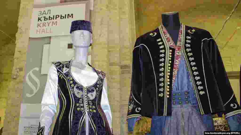В рамках спецпроекта можно познакомиться с традиционной одеждой крымских татар.