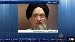Відеокадр: «Аль-Джазіра» передає запис звернення Аймана аз-Завагрі, 8 листопада 2013 року