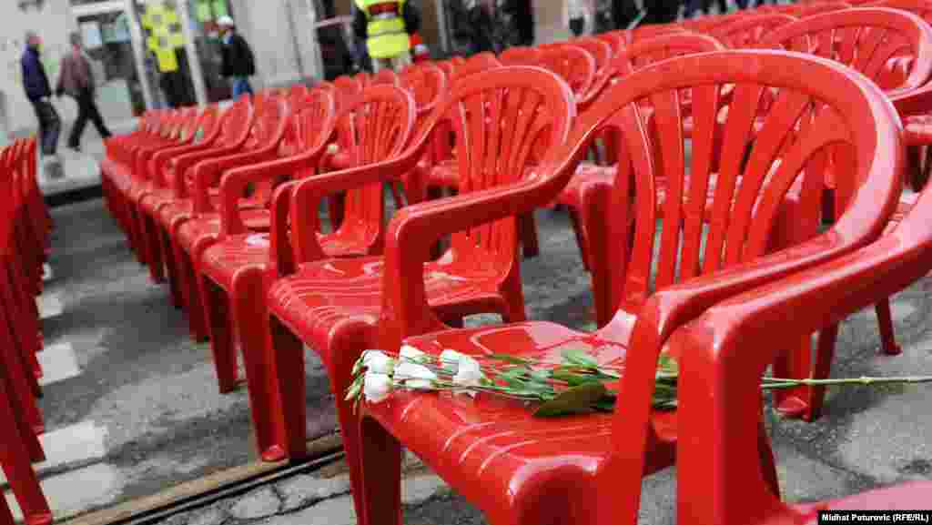 Each chair, lined up in silent rows down Marshal Tito Street in the city center, symbolizes one of the people killed. (RFE/RL / Midhat Poturovic)